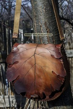 brown hand carved oak leaf purse with toggle faste by MoranaDeath on DeviantArt Leather Art, Leather Tooling, Leather Jewelry, Leather Purses, Leather Handbags, Leather Leaf, Tooled Leather, My Bags, Purses And Bags