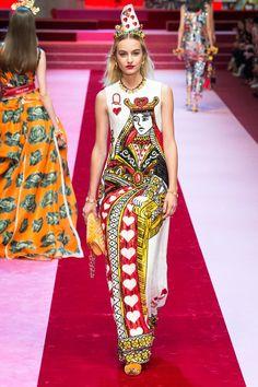 Dolce & Gabbana Spring 2018 Ready-to-Wear Fashion Show Collection: See the complete Dolce & Gabbana Spring 2018 Ready-to-Wear collection. Look 106 Pop Art Fashion, Colorful Fashion, High Fashion, Fashion Outfits, Fashion Design, Fashion Fashion, Spring Fashion, Fashion Trends, Dolce & Gabbana