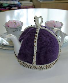 Free knitting pattern - Crown Tea Cosy by Sarah Thornett in Rowan Pure Wool 4 Ply (http://www.mcadirect.com/shop/rowan-pure-wool-ply-p-2242.html) and Rowan Cashsoft 4 Ply (http://www.mcadirect.com/shop/rowan-cashsoft-ply-discontinued-p-321.html)