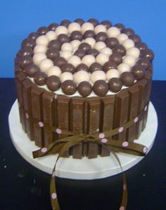 Chocolate delight whoppers and kit kats Baking Cupcakes, Cupcake Cakes, Cat Cakes, Kit Cat Cake, Whopper Cake, 80 Birthday Cake, Birthday Ideas, Dark Chocolate Cakes, Chocolate Malt