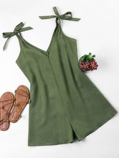 Tie Strap Romper - Verde del ejército S Rompers For Teens, Cute Rompers, Rompers Women, Girls Fashion Clothes, Girl Fashion, Fashion Dresses, Simple Outfits, Summer Outfits, Girl Outfits