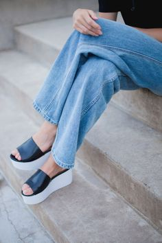 Flatforms + wide leg jeans = seventies/nineties style at its best. #nastygal