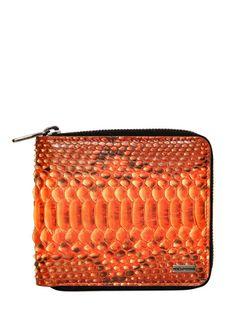 Yaz geliyor, değişim şart! Dolce cüzdanla hayatınız renklenecek. lyst.com, 375 Euro