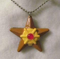 He encontrado este interesante anuncio de Etsy en https://www.etsy.com/es/listing/205242523/pokemon-staryu-pendant-necklace