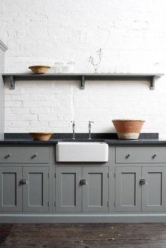Farmhouse Kitchen Cabinets, Kitchen Cabinet Design, Painting Kitchen Cabinets, Rustic Kitchen, Kitchen Decor, Farmhouse Sinks, Shaker Kitchen, Kitchen Storage, Kitchen Ideas
