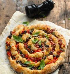 10 idées de recettes à faire avec une pâte à pain à part du pain - Une pizza torsade