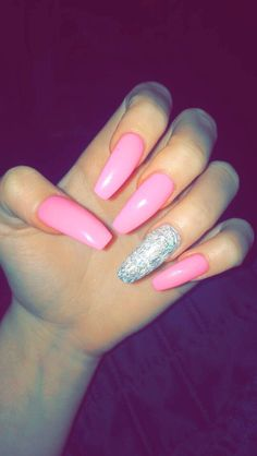 @bg_rrs ✨ light pink and silver glitter nails @guapshawty ❤️