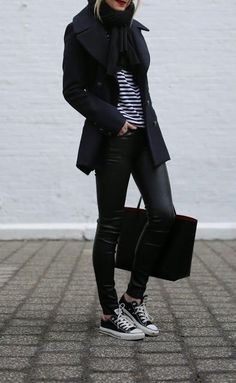 love this look for fall / winter - street style - black coat + black scarf + black white stripped top + black leather skinnies + black converse Mode Outfits, Winter Outfits, Casual Outfits, Gym Outfits, Travel Outfits, Athletic Outfits, Athletic Wear, Fashion Outfits, Looks Street Style