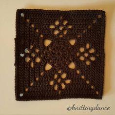 Colour #2 #victorianlatticesquare #autumnjewels #thepatchworkheart #grannysquare #crochetaddict #crochet #crochetblanket #häkeln #häkeldecke #instacrochet #yarnaddict #deramoresstudiodk #craft #hobby by knittingdance
