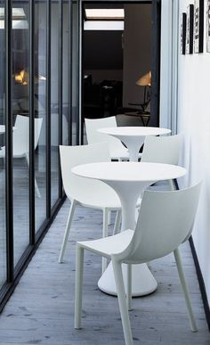Excellent table to add to your design project. It's incredible. #moderntable #tabledesign #luxuryfurniture