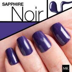 Simula la elegancia de las piedras preciosas con el nuevo Esmalte de Uñas Sapphire Noir. Desde las pasarelas, te presentamos los mejores tonos de esta temporada. Descúbrelos haciendo click en esta imagen.