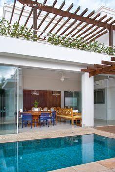 Varanda idealizada por Carolina Viafora. http://www.comore.com.br/?p=26852 #anuariointerarq #book #livro #interarq #revistainterarq #arquitetura #architecture #archdaily #contemporary #decor #design #home #homestyle #instadecor #instahome #homedecor #interiordesign #lifestyle #modern #interiordesigns #luxuryhome #homedesign #decoracao #interiors #interior #CarolinaViafora