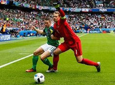 Manuel Neuer fends off Conor Washington.