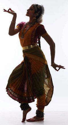 New Bollywood Dancing Costumes Ideas Bollywood, Holi, Dance Paintings, Indian Paintings, Isadora Duncan, Indian Classical Dance, Dance Movement, Dance Poses, Dance Pictures