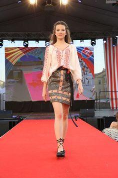 Rumunská móda pod Urpínom - Izabela Mandoiu in Slovakia Ramones, Lace Skirt, Mini Skirts, Fashion, Moda, Fashion Styles, Mini Skirt, Fashion Illustrations