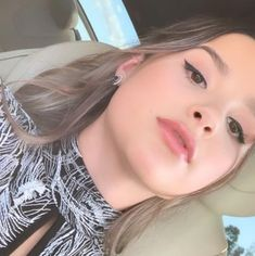 look this is Annie going to asher angel (boyfriend) movie premier of Shazam soo cute that he invited her to it love birds Julianna Grace Leblanc, Hayley Leblanc, Annie Grace, Annie Lablanc, Annie And Hayden, Cute Poses For Pictures, Bratayley, She Is Gorgeous, Famous Stars