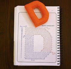 Alfabeto crochet - D Crochet Diy, Crochet Fabric, Crochet Amigurumi, Crochet Home, Crochet Gifts, Amigurumi Patterns, Crochet Diagram, Crochet Chart, Crochet Motif