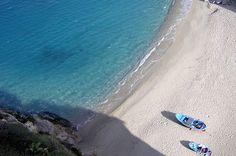 Italien ist seit Jahrzehnten eines der beliebtesten Sommer-Urlaubsziele nicht nur der Deutschen. Neben faszinierenden Städten mit Bauwerken aus allen Epochen und idyllischen Landschaften bietet Italien an seiner Tausende Kilometer langen Küste natürlich auch zahlreiche Traumstände. Welche davon die schönsten sind, haben Urlauber mit ihren Bewertungen bei Tripadvisor entschieden. TRAVELBOOK zeigt die Top 9.
