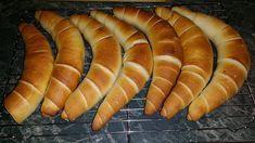 Kenyér, zsemle és kifli (egy tésztából) - Ketkes.com Croissant Bread, Bread Bun, Pastry Recipes, Cake Recipes, Hungarian Recipes, Bread And Pastries, Crescent Rolls, Ciabatta, Hot Dog Buns