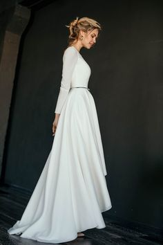 MAKANI // High low skirt modest wedding dress, crepe bodice with long narrow sleeves, A line skirt, MAKANI / / High Low Rock bescheidenen Hochzeitskleid Krepp Mieder Modest Wedding Gowns, Modest Dresses, Ball Dresses, Bridal Dresses, Ball Gowns, Dress Wedding, Lace Weddings, Simple Weddings, High Low Wedding Dresses