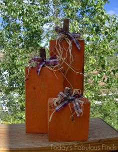 On October 8th I guest posted at Pocket Full of Pinks' Monster Craft Bashand showed how to make these 2x4 pumpkins. They're also part of m...