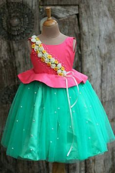 Hi moms, if you are looking for a baby girl dresses designs for your daughter… It provides a lot of latest baby girl clothes designs. And I recommend you a baby frock design for baby or frock design. Kids Party Wear Dresses, Baby Girl Party Dresses, Dresses Kids Girl, Cute Dresses, Girl Outfits, Baby Girl Dress Design, Girls Frock Design, Baby Frocks Designs, Kids Frocks Design