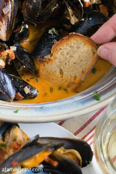 Portuguese Recipes 76855 Portuguese-Style Mussels in Garlic Cream Sauce - A Family Feast Seafood Dinner, Fish And Seafood, Seafood Recipes, Cooking Recipes, Mussel Recipes, Tilapia Fish Recipes, Clam Recipes, Cooking Ideas, Bread Recipes
