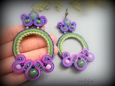 El Rinconcito de Zivi: Conjunto de bisuteria de soutache en tonos morados y verdes, pendientes y colgante de soutache- set soutache jewelry, green- purple soutache earrings and necklace