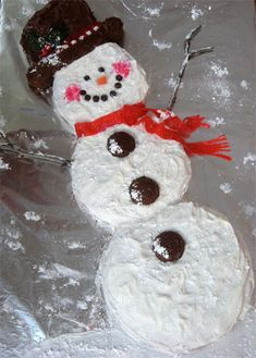 Love the snowman cake.  made similar to this for Dayna's 3rd bday