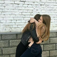 fr ths pic to be captured 😄💋 bff goals Cute Friend Pictures, Best Friend Photos, Best Friend Goals, Best Friend Hug, Bff Pics, Shooting Photo Amis, Friend Tumblr, Tumblr Bff, Sisters Tumblr
