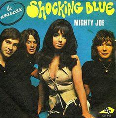 Shocking blue with Mariska Veres
