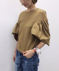 Blouse with Pleated Sleeves Fashion Details, Fashion Design, Fashion Trends, Looks Chic, Japan Fashion, Casual Tops, Women Wear, Street Style, My Style