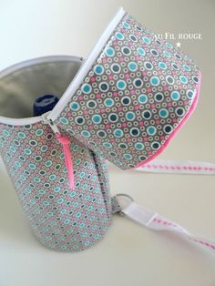 No tutorial, but I could manage this Coin Couture, Baby Couture, Couture Sewing, Diy Sac Pochette, Sacs Tote Bags, Diy Clutch, Fabric Bags, Little Bag, Zipper Bags