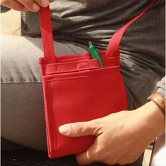 Ti Sac Rouge Hermès - [FR] un petit sac ultre léger et astucieux pour emporter l'essentiel avec vous au quotidien ou en déplacement. [EN] a small light-weight and astute cross-body bag for an easy daily life or a your journey. #cross-body #tisac #sac_a_main #astute #bag