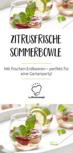 Endlich scheint wieder die Sonne! Das macht gleich Laune auf eine herrlich fruchtige Bowle mit Erdbeeren. Diese zitrusfrische Sommerbowle mit Erdbeeren ist unser neues Lieblingsgetränk. #daskochrezept #rezept #recipe #drink #getränke #zitrus #erdbeeren #sommerbowle #sommer #sommerrezept #bowle #party #sommerparty Dessert Party, Vegetables, Desserts, Food, City, Camping, Summer, Buffet Recipes, Sweet Recipes