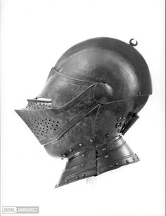 Close helmet For field and tilt - Royal Armouries collections Medieval Helmets, Medieval Armor, Knights Helmet, Knights Templar, Modern Warfare, Riding Helmets, Weapons, Objects, Vintage Stuff