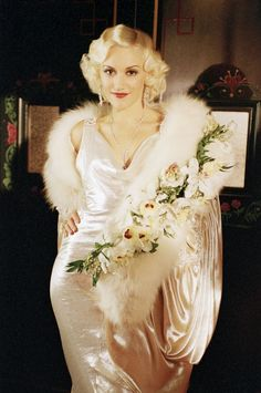 Gwen Stefani is absolutely stunning as Jean Harlow inThe Aviator.
