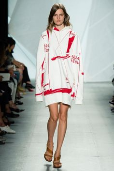 Lacoste - New York Moda Haftası İlkbahar Yaz 2015 - Lacoste'un yaratıcı direktörü Felipe Oliveira Baptista'nın vizyonundan sportif motifler ile lacoste koleksiyonu;