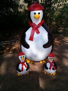 Pinguim cabaça decoraçao biscuit, com dois pinguins pequenos