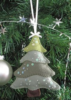 31 Cutest Christmas Felt Ornaments felt Christmas tree ornament with rhinestones Sewn Christmas Ornaments, Felt Christmas Decorations, Christmas Sewing, Noel Christmas, Handmade Decorations, Handmade Christmas, Tree Decorations, Diy Ornaments, Beaded Ornaments