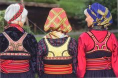 Hello all, today I am returning to Telemark, one of the richest provinces in terms of folk art and costume in Norway. Telemark has. Traditional Art, Traditional Outfits, Norwegian Clothing, Folk Costume, Color Patterns, Nye, Textiles, Museum, Embroidery