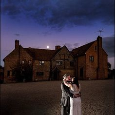 @simonkempphoto nice shot of the full moon over #lillibrookemanor #fullmoon #bloodmooneclipse #brideandgroom