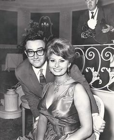 Dating femeie in anii 80 Site- ul de dating pentru Franceza convertit