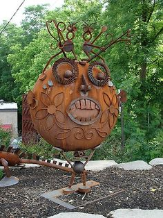 Outsider art sculpture from Art Insolite Amis
