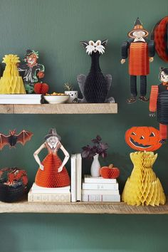 Find out how much these spooky Halloween antiques and vintage finds from the Beistle Company are worth. Beistle Halloween, Retro Halloween, Vintage Halloween Decorations, Halloween Items, Spooky Halloween, Happy Halloween, Halloween Party, Halloween Costumes, Halloween Queen