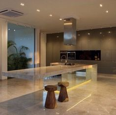 Floating kitchen worktop, using marble and mirrors.