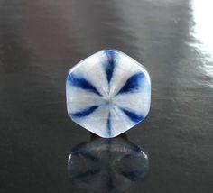 Vivid blue on snow white gemmy translucent 8.30ct Trapiche sapphire from Burma. Jeffery BergmanGemmologie / Geminterest.com