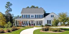 The exterior often reflects the overall style of the house and the family that lives there so here are 25 Great Farmhouse Exterior Design ideas.Enjoy
