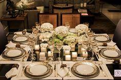 Neste final de semana preparamos um jantar para amigos muito queridos e que há bastante tempo não encontrávamos. Ao mesmo tempo em que optamos por uma mesa clássica, nobre e sofisticada, queríamos criar um ambiente agradável, em que nossos convidados se sentissem bem à vontade. Afinal, tínhamos muita conversa para colocar em dia. Procurando obter …