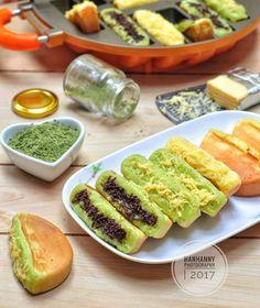 Resep kue pukis enak Instagram/@numpangsaveresep.id @berbururesep Cake Recipes, Snack Recipes, Dessert Recipes, Cooking Recipes, Snacks, Cooking Food, Indonesian Desserts, Indonesian Food, Indonesian Recipes